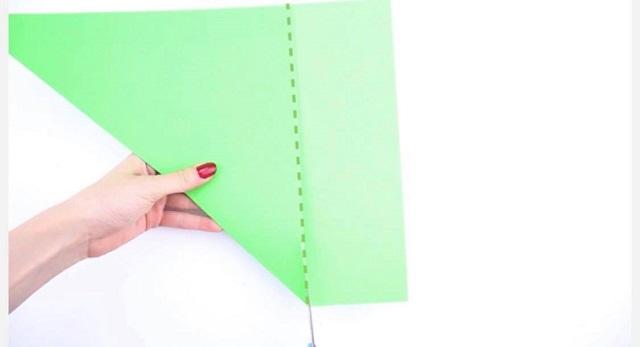 Cách cắt giấy màu từ hình chữ nhật thành hình vuông