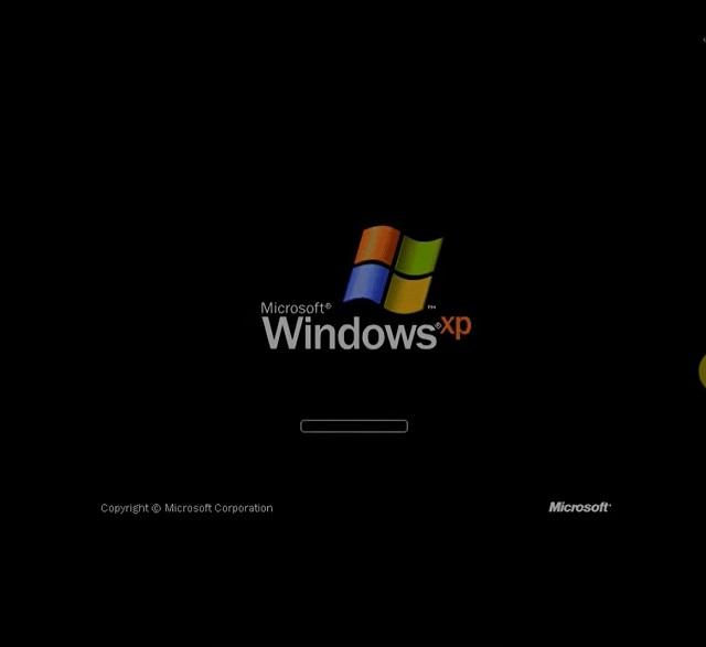 Giao diện Win XP sẽ hiện ra và bạn nhấn phím F8 để tiếp tục cài đặt